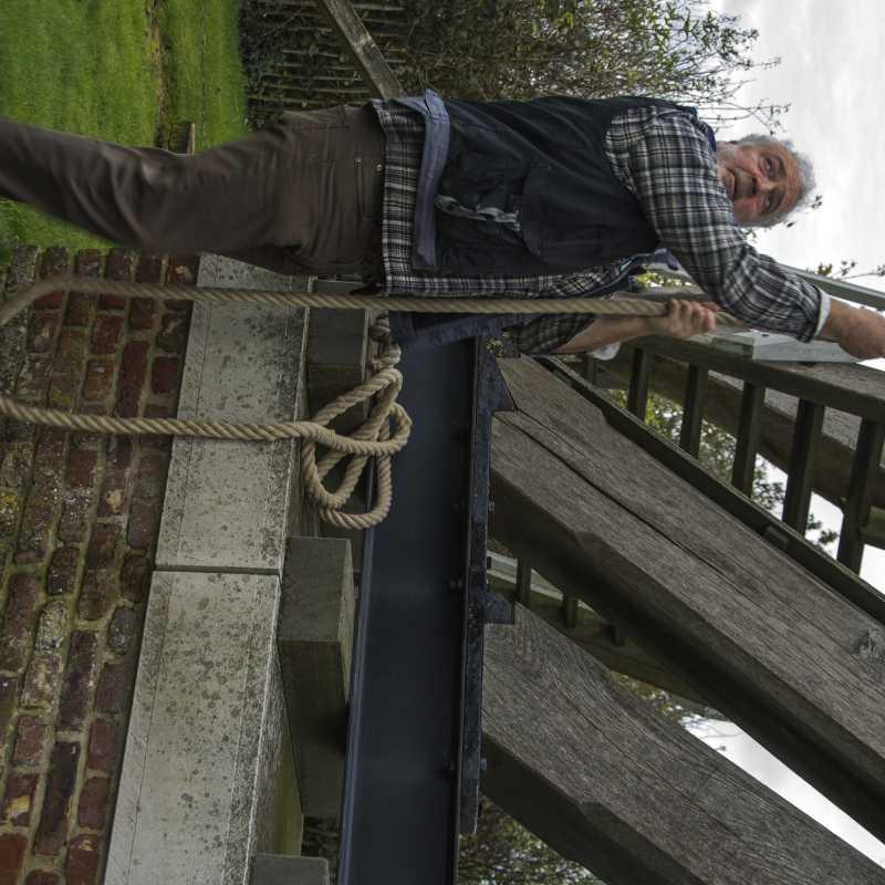 Molenaar Peter Vandenbrande vangt de molen<br>25-10-2020 - ©Patrick Goossens